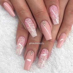 Easy and Cute Glitter Nail Designs > CherryCherryBeauty.com