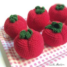 crocheted tomatoes Isabelle Kessedjian