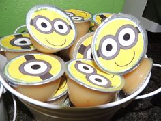 My family loves the Minions and can't wait to see the latest movie. So to embrace the Minion mania, I've rounded up 17 fun crafts to entertain them. From Minion bookmarks to puppets, these crafts are. Minion Party Theme, Despicable Me Party, Minion Birthday, Birthday Treats, 6th Birthday Parties, Birthday Bash, Minion Party Favors, Healthy Birthday, Party Fiesta
