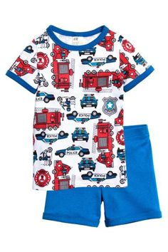 Jersey pyjamas: Pyjamas in soft cotton jersey. Short-sleeved T-shirt with a print motif on the front. Shorts with an elasticated waist and an all-over print.