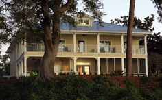 Emma's Bay House is a beautiful bed and breakfast located directly on the Mobile Bay, in Fairhope, Alabama. With spectacular views & beautiful surroundings, Emma's is perfect for romantic getaways, corporate travel, special events & weddings.