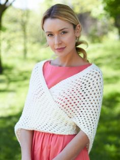 Free Pattern - This elegant warm-weather shawl will help you transition your look from afternoon to evening. #crochet #shawl