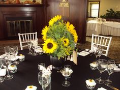 Love these sunflowers against the black and white Alice in Wonderland theme