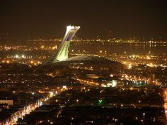 Moi, j'adore le Stade Olympique!  Parc olympique Montreal Ville, Montreal Quebec, Canada, Beautiful Sites, Architecture Photo, Great Places, Google Images, Night Life, Places To Visit