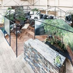 Takehiko+Nez+divides+up+a+hair+salon+with+mirrors,+translucent+screens+and+plants