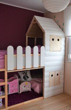"""Unsere große Tochter hat vor Kurzem beschlossen, dass sie soweit sei… Sie möchte, dass wir ihr Bett """"umdrehen"""". Bisher schlief sie in der niedrigen Version ihres KURAs (von Ikea),…"""