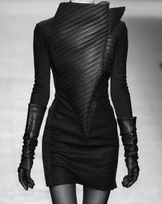 Sculptural Fashion with strong lines & shapes; bold fashion construction // Gareth Pugh by adriana Dark Fashion, Leather Fashion, Love Fashion, High Fashion, Womens Fashion, Space Fashion, Steampunk Fashion, Gothic Fashion, Cyberpunk Mode