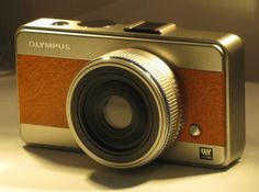 Olympus Micro 4/3 Concept Camera = Leather meets steel