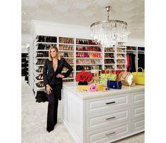 Khloe Kardashian - Também de Khloe Kardashian, este closet exibe as bolsas, sapatos e roupas da irmã de Kim