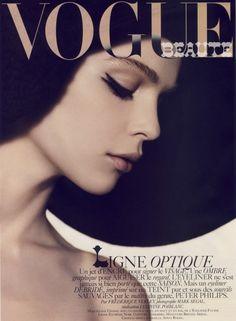 Vogue Paris Editorial August 2007 - Kim Noorda by Mark Segal Vogue Magazine Covers, Fashion Magazine Cover, Fashion Cover, Vogue Covers, Mark Segal, Vogue Paris, Magazin Covers, Vogue Beauty, Vogue Makeup