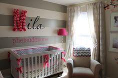 Quarto de bebê creme, cinza e rosa
