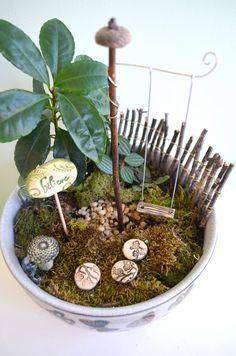 Miniature Garden Swing for Fairies von garnetteh auf Etsy, $9.50