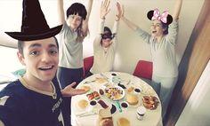 On instagram by silaonemli #nes #microhobbit (o) http://ift.tt/1P5OyPQ #goodmorning #yall #brunch like #breakfast #kahvaltıyapıyorum #kahvaltı #kayfaltı #pancake #çay  #reçel #falan #renk #mutluysak ) #benonabuona #kurtköyyatısı #yesfilter #maskelibalo