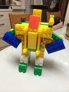ダイヤブロックでロボット作る遊び。