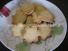 Biscotti di Pasta Frolla Leggera  http://www.latavolozzadeisapori.it/ricette/biscotti-di-pasta-frolla-leggera