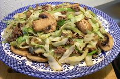 Cabbage, mushroom, and hamburger Stir-fry. I just got over the odd texture of cabbage and am now interested in finding ways to use this cheap, healthy, and easy-to-cook food :) Cabbage Recipes, Meat Recipes, Paleo Recipes, Asian Recipes, Low Carb Recipes, Cooking Recipes, Recipies, Budget Recipes, Dinner Recipes