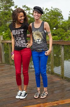 Just Kiss Me tee paired with red skinny jeans and converse #supercute #getbacktobealls