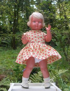 Schildkröt Puppe INGE 25,5/26,5 cm Celluloid blond Orig. 50er J.,Kleidg alt+neu