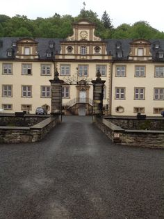 Verbotene Liebe Claudia Hiersche, Cool Pins, Spaces, Mansions, Cool Stuff, Architecture, House Styles, Home Decor, Castle