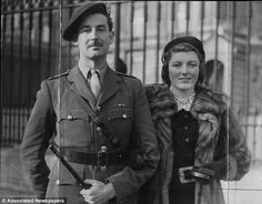 Commando leader Lord 'Shimi' Lovat - Simon Fraser's grandfather - leaving Buckingham Palace with his beautiful wife Rosamond Delves-Broughton, dau of Sir Jock Delves Broughton, Bt British Soldier, British Army, British Isles, Dieppe Raid, Lord Lovat, D Day 1944, Ww2 Pictures, Awsome Pictures, British Commandos