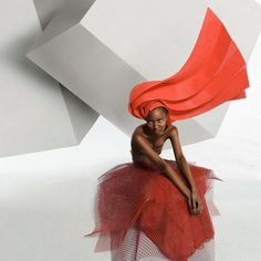 Interview to Colombian artist Diana Gamboa.  Diana has been able to reinterpret Origami, a traditional Japanese art (the art of folding paper sheets), applying it to fashion.  ORIGAMI COUTURE