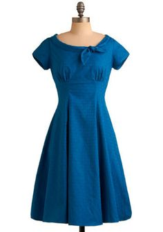Vintage blue dress with cute neck. Simplicity 3673.