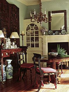 Traditional DR with Canton & silver tea service - design by Amelia Handegan Monochromatic Room, Empire Furniture, English Country Style, Country French, Dining Room Blue, Old Cottage, Home And Living, Living Rooms, Living Area