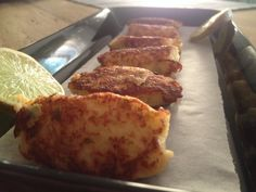 Pasteis de bacalhau par Benkku81 French Toast, Breakfast, Food, Hot Appetizers, Parsley, Kitchens, Fish, Recipe, Morning Coffee