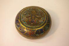 Toledano - Estimation - Vente aux enchères - Boîte circulaire couverte en bronze et émaux cloisonnés