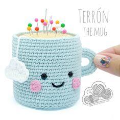 Free crochet pattern: PIN PILLOW MUG, DIY and Crafts, Look what I found on Freubelweb.nl: a free crochet pattern from Desde de las Nubes to crochet a pincushion in the shape of a mug www. Kawaii Crochet, Crochet Food, Crochet Gifts, Diy Crochet, Hand Crochet, Baby Blanket Crochet, Crochet Baby, Amigurumi Patterns, Knitting Patterns