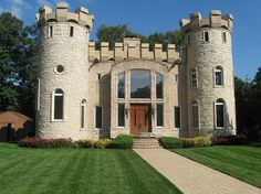This modern castle house design looks pretty cool actually! Beautiful Castles, Beautiful Buildings, Castle House Plans, Castle Homes, Modern Castle House, Small Castles, Unusual Homes, Cottage, Amazing Architecture