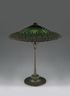 """""""Lotus, Pagoda"""" lamp by Tiffany Studios made from Leaded Favrile glass and patinated bronze between 1900 and 1915 (The Metropolitan Museum of Art, i.e. The Met Museum, 2017)."""