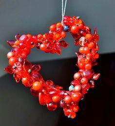 Valentine's decor. Glass and plastic beads, wire.