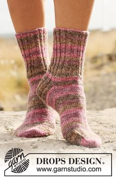 "Rose Twine - Knitted DROPS socks with rib in ""Fabel"". All from children to men sizes. - Free pattern by DROPS Design Diy Crochet And Knitting, Knitted Slippers, Wool Socks, Crochet Slippers, Knitting Socks, Knitting Patterns Free, Baby Knitting, Free Pattern, Women's Socks"