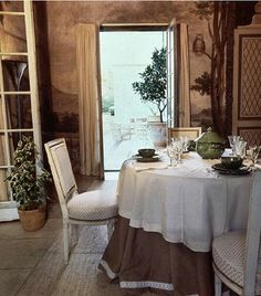 Dining Room at La Fiorentina by Billy Baldwin.  Very similar to the original design by Rory Cameron.