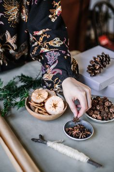 Natural Gift Wrap Ideas - A Daily Something - Earthy Simple Gift Wrapping Ideas Cozy Christmas, Christmas 2019, Wrapping Ideas, Gift Wrapping, Christmas In Australia, Sustainable Gifts, Kraft Paper, Winter Holidays, Earthy