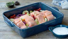 Dette er en enkel oppskrift som fort blir en favoritt. Mens fisken godgjør seg i stekeovnen har du tid til å dekke bordet og ta ut av oppvaskmaskinen. Fresco, Fish And Seafood, I Love Food, New Recipes, Potato Salad, Food To Make, Main Dishes, Sausage, Pork