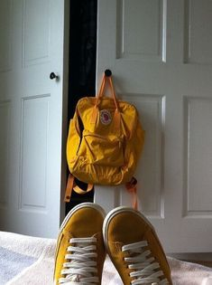 Fjallraven - Kanken Classic Backpack for Everyday Mochila Kanken, Kanken Backpack, Yellow Kanken, Yellow Aesthetic Pastel, Aesthetic Backpack, Yellow Art, Cute Purses, Cute Bags, I Am Awesome