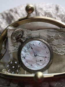 Old pocket watch in old purse via paysdemerveille.canalblog.com