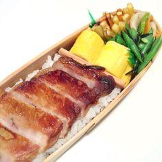 posted by @himenotable 今日のお弁当。酒粕入り味噌漬け豚肉、ふんわりだし巻き玉子、いんげんとひじきの塩ごま油和え、さつまいものカリカリきんぴら、蕪と人参の浅漬け。pork marinated w/ miso #obento #obentoart