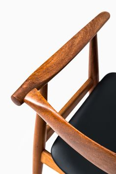 Hans Wegner armchair model in teak at Studio Schalling Herman Miller Aeron Chair, Best Office Chair, Stool Chair, Chairs For Sale, Leather Design, Interior Architecture, Teak, Bean Bag Chair, Diy Home Decor