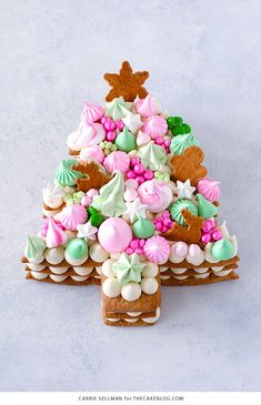 Cream Tart Tree Cake - shaped like a Christmas tree, this holiday version of the popular cream tart number cake has gingerbread cookies, cream cheese frosting with meringue kisses, chocolate, sprinkles! Christmas Tree Cake, Christmas Sweets, Christmas Cooking, Noel Christmas, Christmas Goodies, Chrismas Cake, Christmas Cake Decorations, Christmas Gifts, Cookies And Cream Frosting