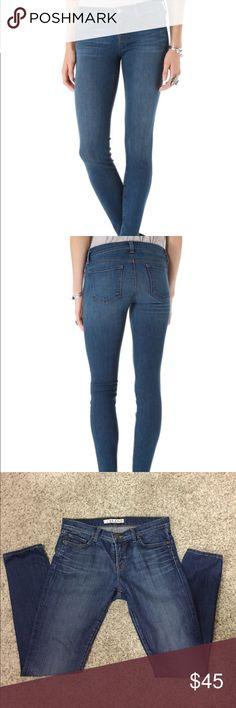 J Brand ❗️910 Skinny Jeans Classic J Brand skinny jeans. SIZE 28 - like NEW J Brand Jeans Skinny
