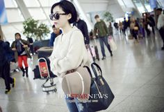 image Airport Style, Airport Fashion, Brown Eyed Girls, Fashion Backpack, Sons, Pretty, Gain, Image, Guys