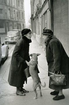 https://plus.google.com/u/0/112482604941723987585/posts/SV5GK8aebsL angelique m compartió por primera vez en Ancient photos and images (Photos):        Henri Cartier-Bresson. Untitled. 1952