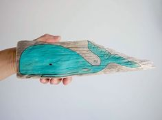 Driftwoodart Painted Whale Painting on Driftwood Whales Whaleart Surfart Oceanart Treibholz Wal Wale ~ http://www.kymastyle.com