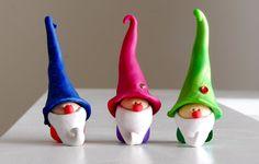 Adorables gnomes à la main sculptés avec de l'argile par TirNaGnome
