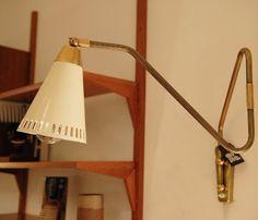 Lampe-potence articulée en laiton, France, 1950.