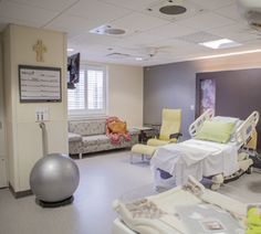 new-labor-birth-suite-at-mercy-hospital-st.louis-8796.jpg (300×270)