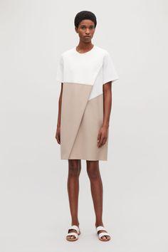 0d0ac7357419 Model front image of Cos jersey-poplin panelled dress in white Aktuálne  Módne Trendy